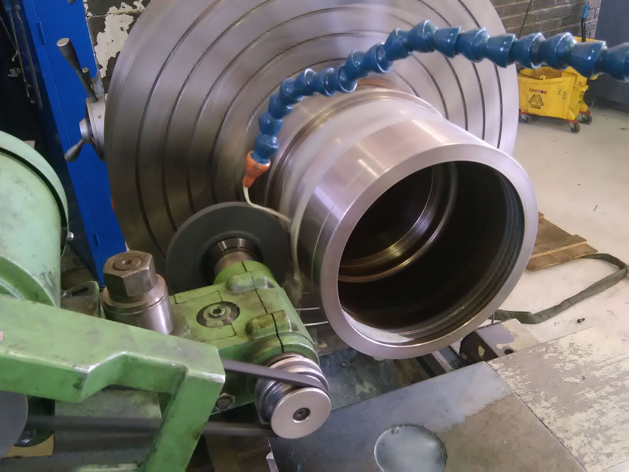 Grinding sleeve for rotor